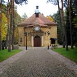 kościół jesienią